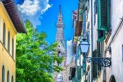 建筑学和街道在佛罗伦萨意大利 免版税库存图片