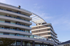 建筑学弯曲的大厦 免版税库存图片