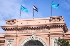 建筑学的细节在入口上的对开罗博物馆 免版税库存照片