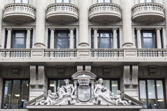 建筑学,经典样式,通过Laietana位于的门面巨大的大厦,巴塞罗那 库存图片