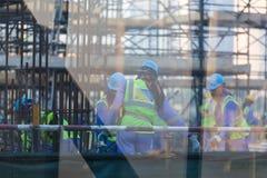 建筑工人队建造场所的 免版税库存图片