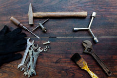 建筑工具和仪器在木背景 库存照片