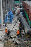 建筑工地的建筑工人有脚手架的曼谷泰国 库存照片