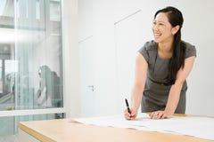 建筑师女性微笑 库存图片