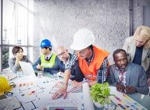 建筑师工程师运作的办公室会议计划概念 库存照片