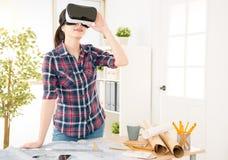 建筑师经验VR模仿新的设计 免版税库存图片