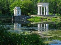 筑成池塘圆形建筑 库存照片