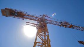 建筑用起重机工作 股票视频