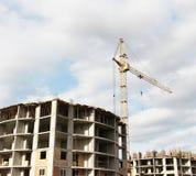 建筑用起重机房子新的residental站点 库存照片