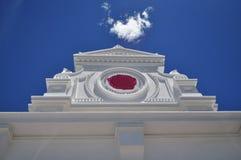 建筑白色山墙 免版税库存照片