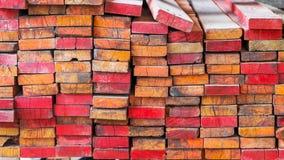 建筑的木被堆积的,原材料 免版税库存照片