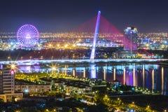 建筑秀丽风帆桥梁在晚上 免版税库存图片