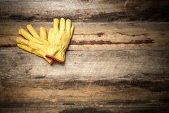 建筑防护皮手套 免版税库存图片