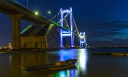 建筑Thuan Phuoc桥梁小游艇船坞的秀丽 库存照片