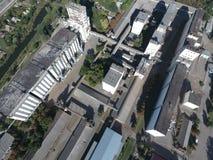 筒仓电梯的顶视图 Aerophotographing工业对象 库存照片