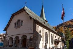 策马特,瑞士- 2015年10月27日:策马特手段,瓦雷兹的小行政区惊人的看法  库存图片