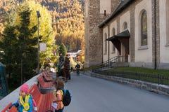 策马特,瑞士- 2015年10月27日:策马特手段,瓦雷兹的小行政区惊人的看法  免版税图库摄影