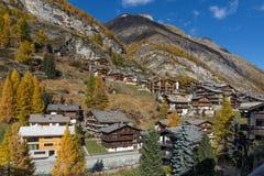 策马特,瑞士- 2015年10月27日:策马特手段,瑞士惊人的看法  免版税库存图片