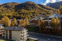 策马特,瑞士- 2015年10月27日:策马特手段,瑞士惊人的看法  免版税库存照片