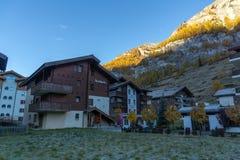 策马特,瑞士- 2015年10月27日:策马特手段,瑞士早晨视图  免版税图库摄影