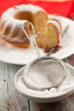 筛子用搽粉的糖 图库摄影