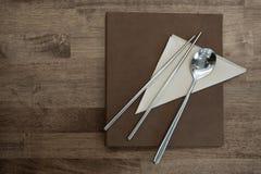 筷子和匙子 免版税库存图片