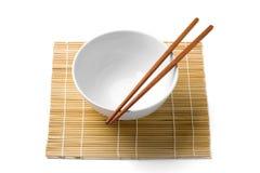 筷子和白色碗 免版税库存图片