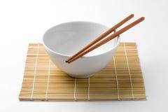 筷子和白色碗 库存图片