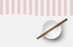 筷子顶视图与碗的在白色背景 免版税图库摄影