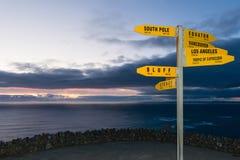 签字与距离在km和nm从海角Reinga 免版税库存图片