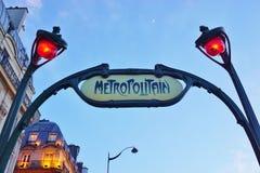 签字在一个地铁Metropolitain地铁站的入口在巴黎,法国 库存图片