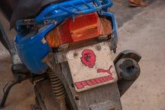签字在有切・格瓦拉的图片的一辆摩托车 哈瓦那 古巴 免版税库存图片