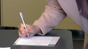 签字在葬礼的纪念书 股票录像