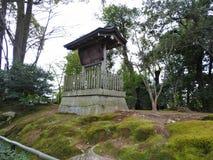 签字在金黄Pavillion (Kinkaku籍寺庙),京都,日本 库存照片