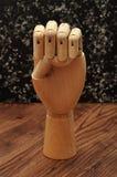 签署信e的人体模型手 免版税库存照片