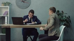 签署合作协议的商务伙伴 股票视频