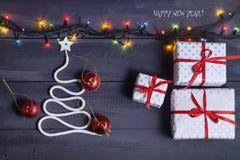 签署标志在木背景的圣诞树 空间的拷贝 一个快活的新年的想法 圣诞节 库存图片
