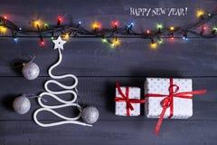 签署标志在木背景的圣诞树 空间的拷贝 一个快活的新年的想法 圣诞节 免版税库存图片
