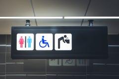 签署男人,妇女和残疾的卫生间 免版税库存照片