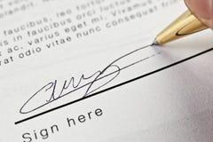 签署的合同 免版税库存照片