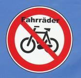 签署禁止停车自行车 免版税图库摄影