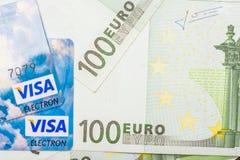 签证信用卡和欧洲钞票 免版税库存照片
