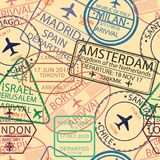签证图章无缝的样式 与机场邮票的背景护照的 移民和旅行签证标志背景 向量 免版税库存图片
