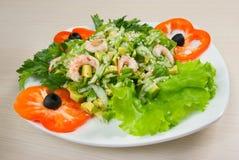 简单健康沙拉的虾 免版税库存照片