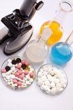 简单化学的药片 免版税库存图片