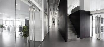 简单和时髦的办公室环境 免版税库存图片