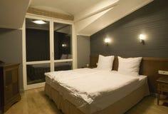 简单的卧室 库存照片