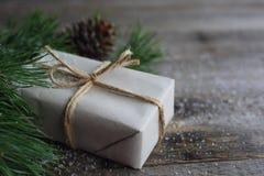 简单的圣诞节礼物 免版税库存照片