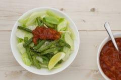 简单的墨西哥沙拉用烤青豆 免版税图库摄影