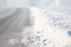 简单的多雪的轮胎轨道-画象 库存照片